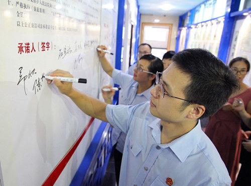 图为:签字仪式现场。李江林