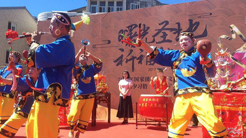 """""""中国渔村第一舞""""大奏鼓表演现场。杨韵仪"""