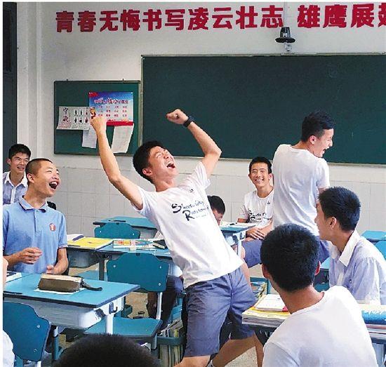 教室里清一色都是身材爆好的男生。