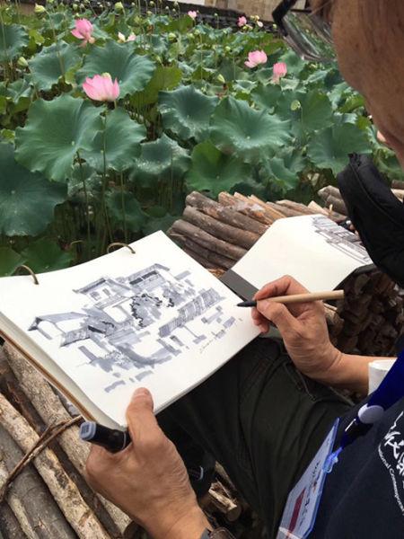海外艺术家对景写生。松阳新闻提供