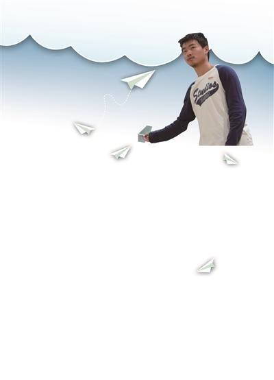 李嘉楠同学在全国纸飞机比赛中夺得留空时间第一名。沈晨 摄