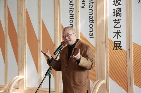 中国美术学院院长许江为开幕式致辞。 童笑雨 摄