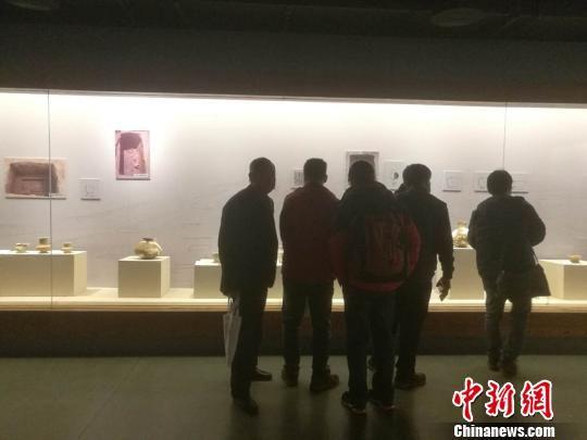 """""""好川文化发现20周年特展""""吸引了不少参观者 胡筱培 摄"""