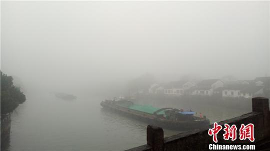 大雾下的浙江 张煜欢 摄