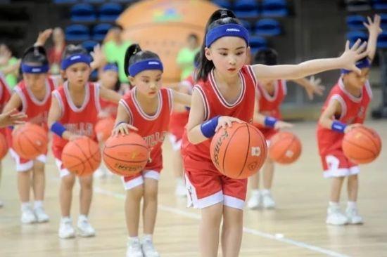 浙江幼儿篮球表演大赛 胡丰盛 摄
