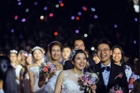 帝格珠宝独家赞助承办浙大校庆集体婚礼现场热况