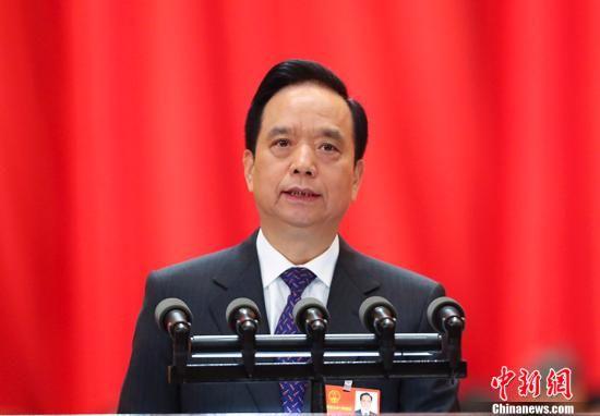 3月13日,十三届全国人大一次会议在北京人民大会堂举行第四次全体会议。受十二届全国人大常委会委托,全国人大常委会副委员长李建国向十三届全国人大一次会议作关于中华人民共和国监察法草案的说明。 中新社记者 刘震 摄