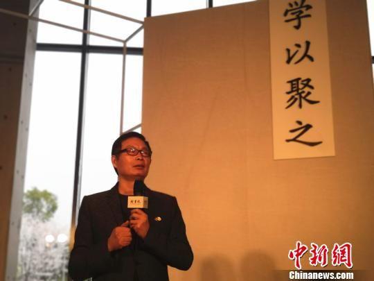 图为:著名作家、浙江省作家协会主席麦家。 胡小丽 摄