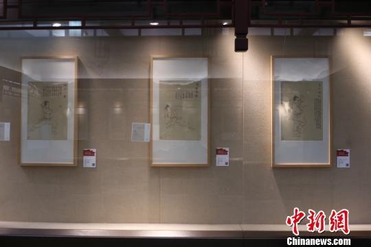 图为:现实中的《武穆遗书》——《岳武穆王武艺要论》展览现场 钱晨菲 摄