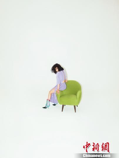 图为:袁娅维新专辑宣传照。艺人宣传供图