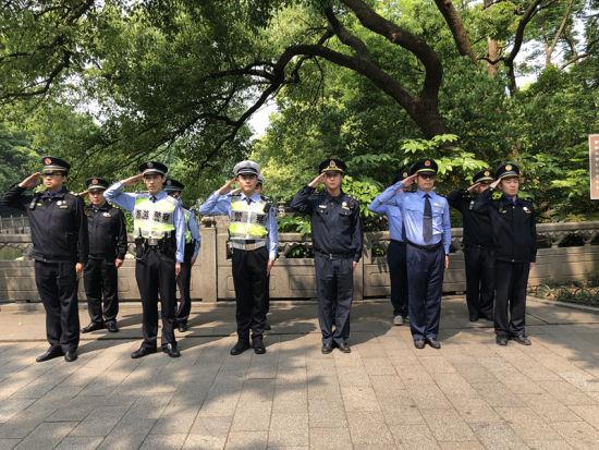 图为:西湖景区六部门队员代表。 王潇婧 摄