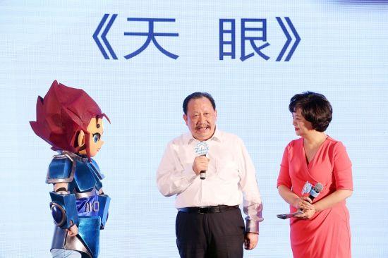 浙江中南控股集团董事局主席吴建荣讲述创作《天眼》的渊源。 主办方提供