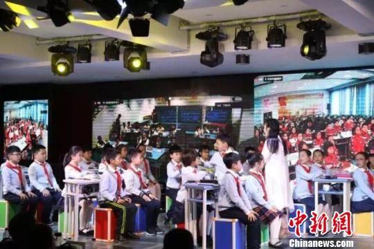 浙江师范大学附属丁蕙实验小学内多地同步课堂现场。由校方供图