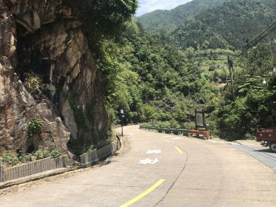 花木线是通往七里乡重要旅游线路。 张斌 摄