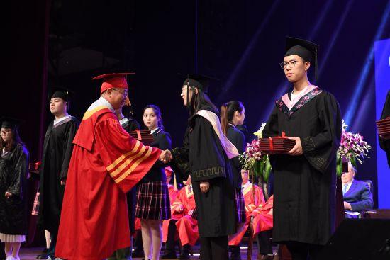温州商学院2018届学生毕业典礼现场。 由校方供图