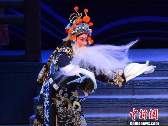 图为:新昌调腔在香港演出 杨炳 摄