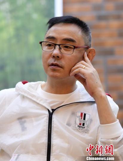 电视剧《楼外楼》导演苏舟。 王刚 摄