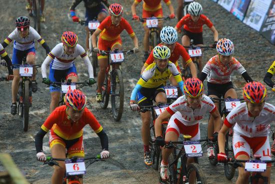 128名运动员同场竞技角逐冠军 李杰 摄