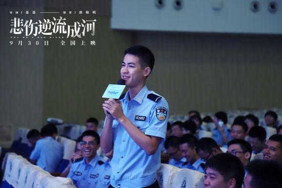 图为:浙警学子分享自己的校园经历。 主办方供图