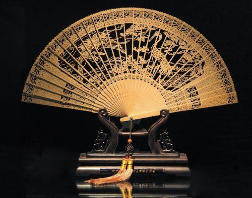图为浙江省工艺美术大师孙亚青作品《松鹤》 主办方供图