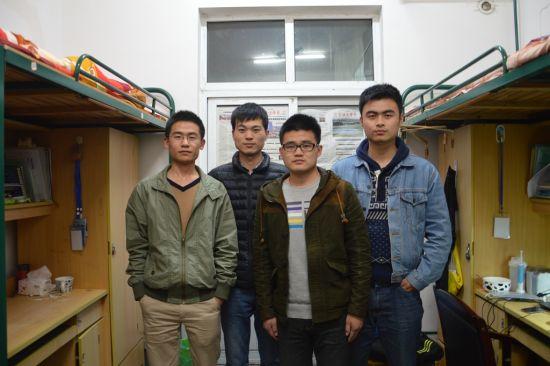 图为寝室四名成员。 学校提供