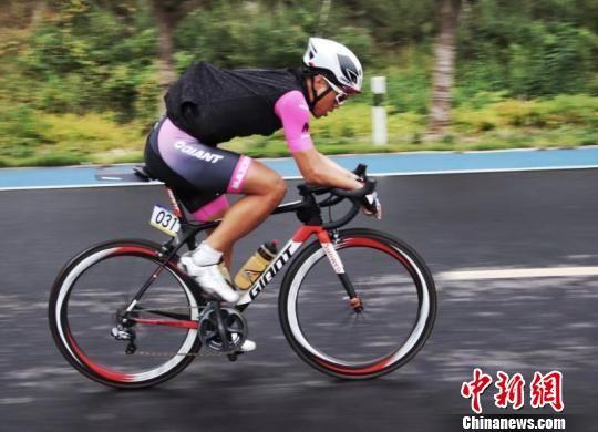2018怡宝・京杭大运河自行车超级挑战赛结束。图为比赛场景。主办方供图
