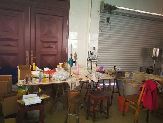 义乌警方破获特大跨国制售假香水案。警方提供
