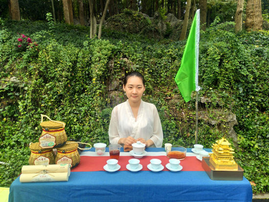 中��茶(cha)�~博物�^��井(jing)�^�^的茶(cha)席。 施(shi)杭 �z