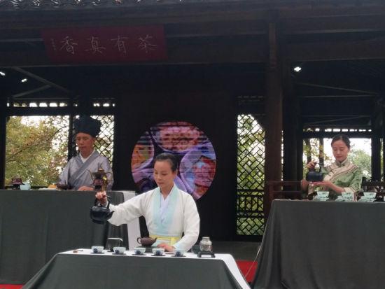 唐宋元(yuan)明清茶(cha)�(yi)表演。 施(shi)杭 �z