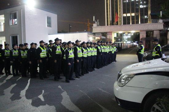 杭州西湖警方开展统一行动现场。 警方供图