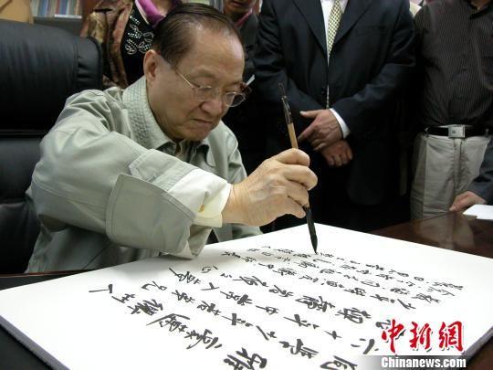 金庸�}字。衢州(zhou)第(di)一中�W提供
