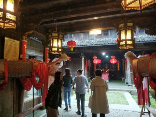 17国专家学者走进浙江松阳探访中国古村落。周禹龙 摄
