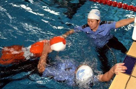 浙江公安举行水上救生比武 模拟实战历练警员专业技能
