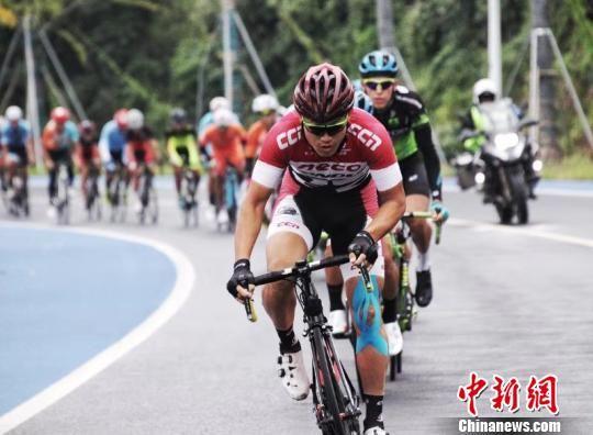 2018怡宝·京杭大运河自行车超级挑战赛结束。图为比赛场景。主办方供图